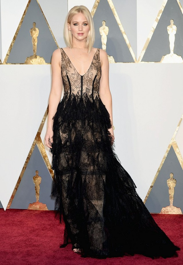 the-oscars-red-carpet-looks-everyone-is-talking-about-1677302-1456710537.640x0c